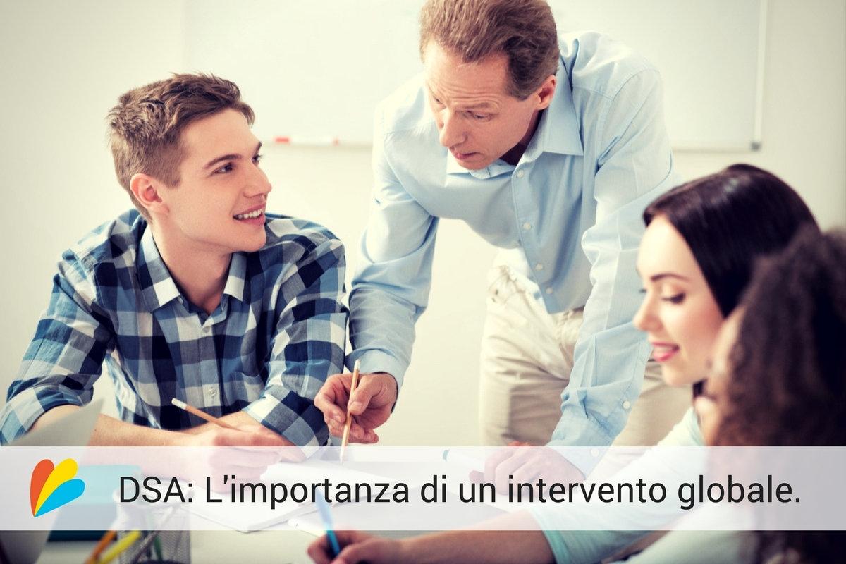 Insegnante segue studenti con DSA.