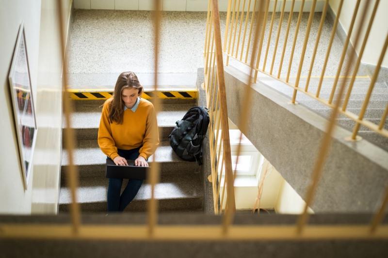 Tutor aiuta due studenti